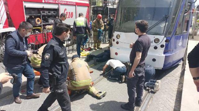 Fatihte tramvayın çarptığı yaya yaralandı