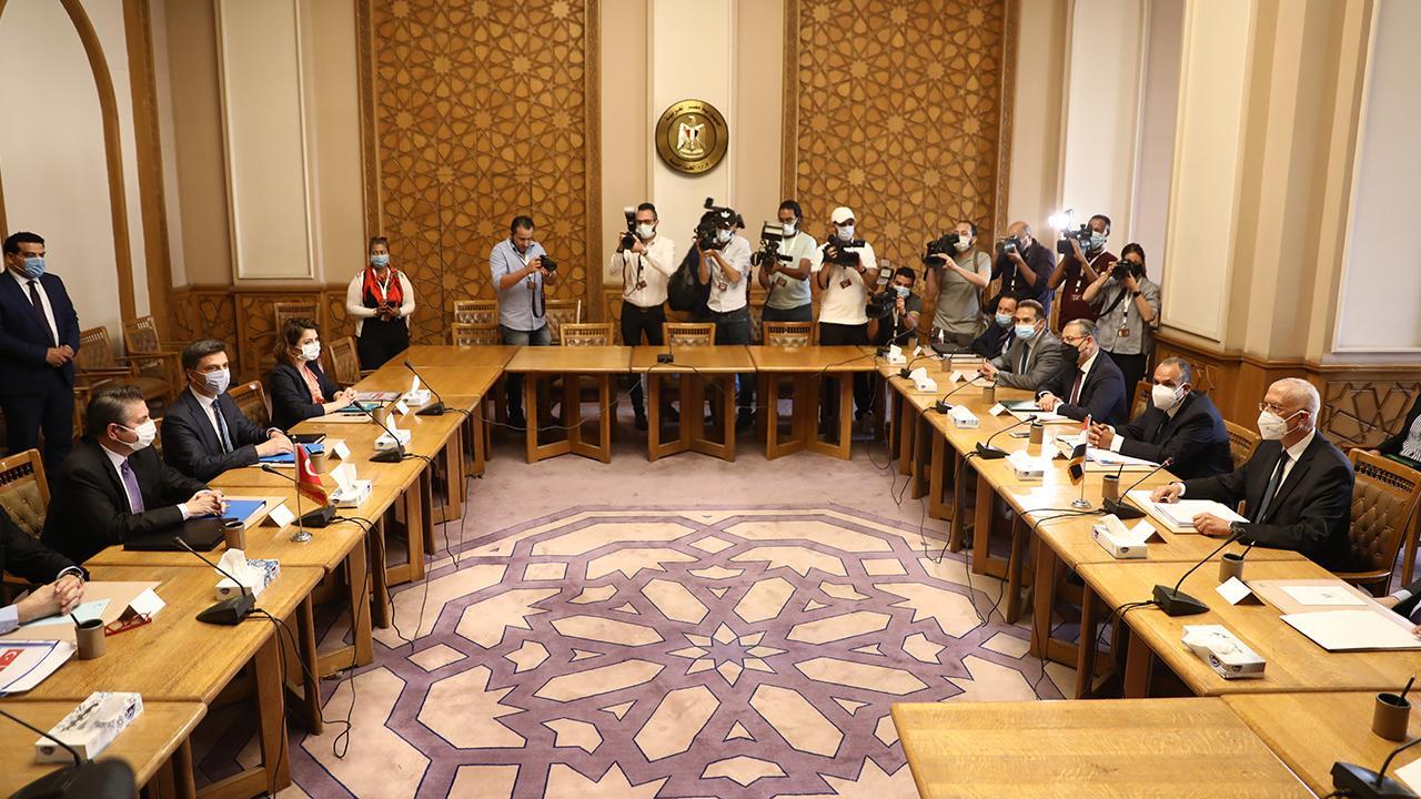 Türk heyeti Kahire'de: Görüşmeler başladı