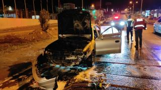 Bodrum'da bir otomobil seyir halindeyken alev aldı