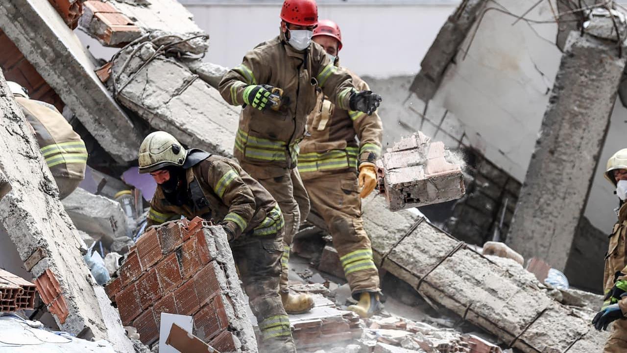Zeytinburnu'nda çöken bina ruhsatsız çıktı