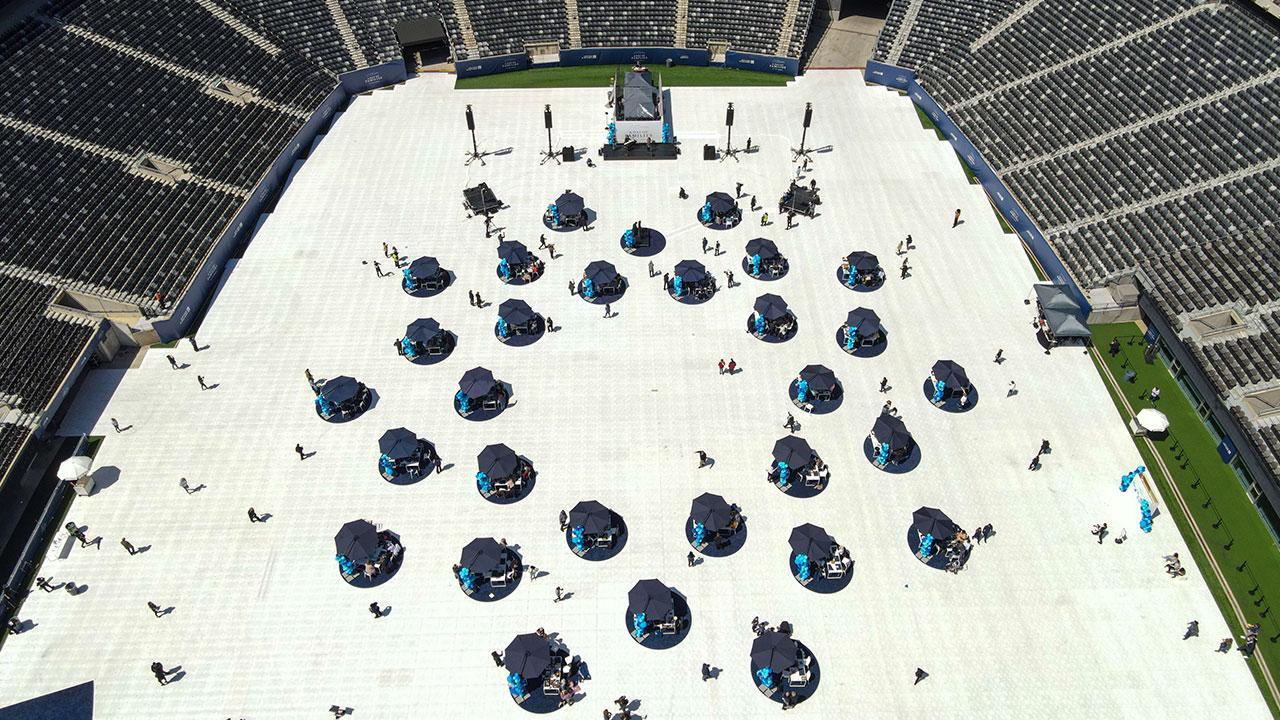 ABD'de stadyumda sosyal mesafeli buluşma