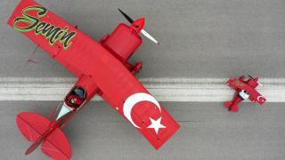 Akrobasi pilotu anne, Türk kadınını göklerde temsil ediyor