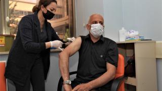 Van'da 55 yaş üstü vatandaşlar cuma namazı çıkışı otobüslerle aşıya götürüldü
