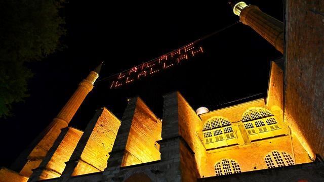 Ayasofya Camii Kadir Gecesinde mahya ile buluştu