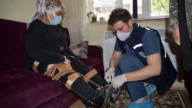 Bursada doğuştan yürüme engeli bulunan genç kız 17 yıl sonra ilk adımlarını attı