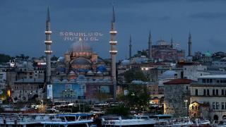 İstanbul'da Kadir Gecesi'nde camiler mahyalarla aydınlandı