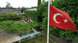 'Yeşil camii' baharda açan çiçekleriyle botanik bahçesini andırıyor