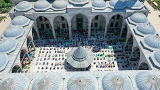 İstanbul'da ramazanın son cuma namazı, Covid-19 tedbirleriyle camilerde kılındı
