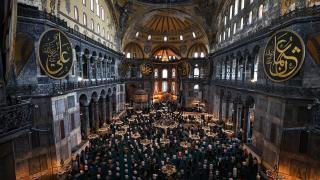 Ramazanın son cuma namazı Covid-19 tedbirleriyle kılındı