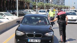 """""""Denetim, aşılama ve filyasyon"""" İzmir'deki Covid-19 vakalarının azalmasında etkili oldu"""
