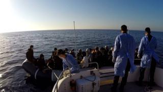 Türk karasularına itilen 53 düzensiz göçmen kurtarıldı