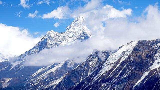 Dünyanın zirvesi dağcılara açıldı