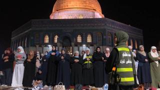 Filistinliler Mescid-i Aksa'da Kadir Gecesini ihya etti