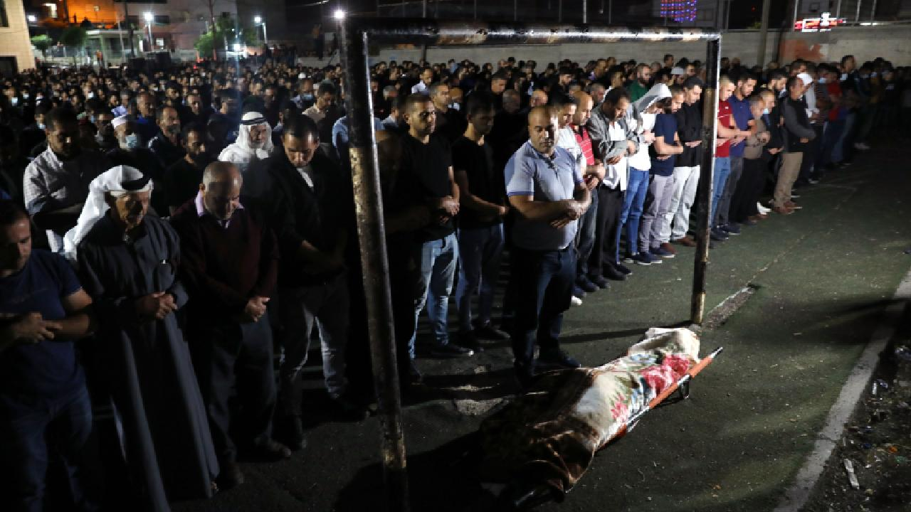 İsrail askerlerinin şehit ettiği Filistinli kadın son yolculuğuna uğurlandı