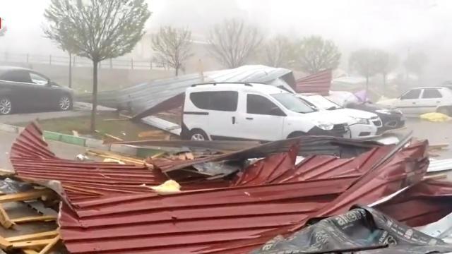 Yozgat ve Sivasta fırtına etkili oldu