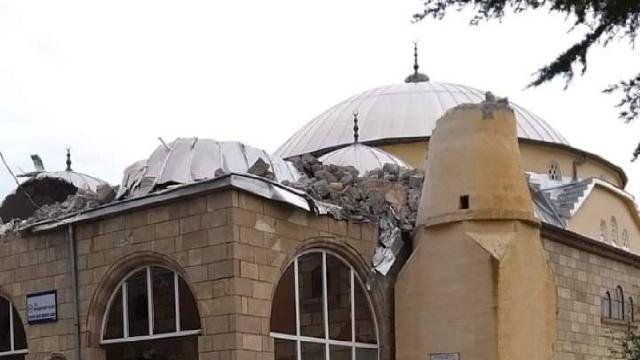Aksarayda kum fırtınası cami minaresini yıktı