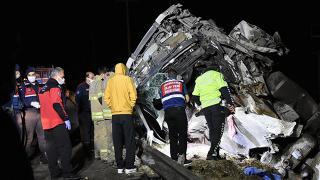 İzmir'de tır kazası: 2 ölü