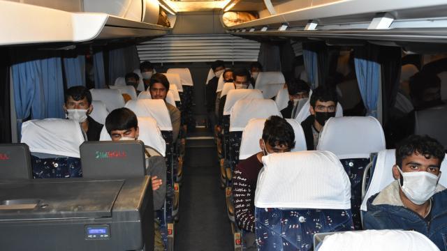 Otobüste 25 kaçak göçmen yakalandı