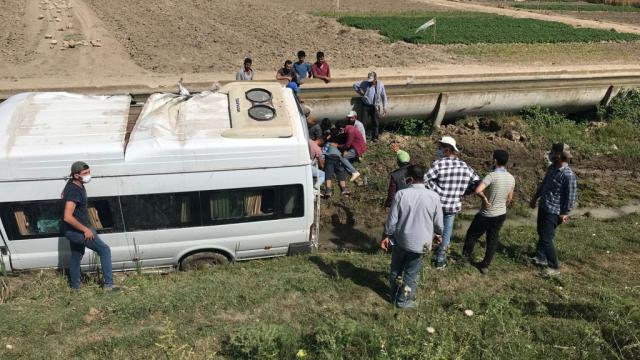 Mersinde işçi servisi devrildiı: 7 yaralı