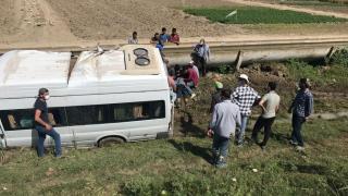 Mersin'de işçi servisi devrildiı: 7 yaralı