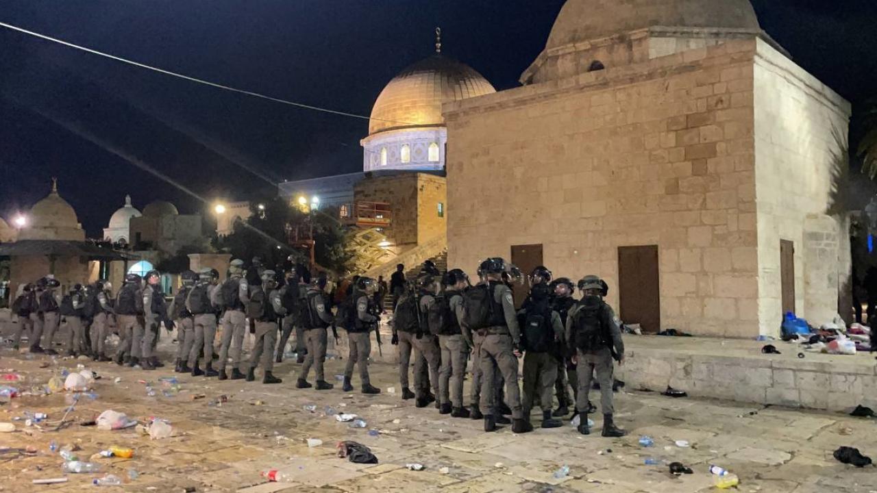 İsrail, nöbet tutan Filistinlilere müdahale ediyor