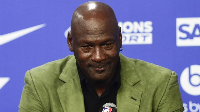 Michael Jordanın giydiği forma 1,38 milyon dolara satıldı