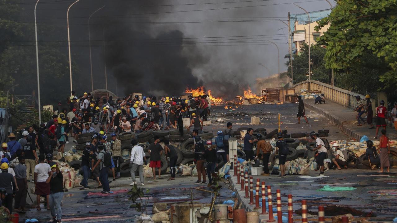 Myanmar'da 16 asker öldürüldü