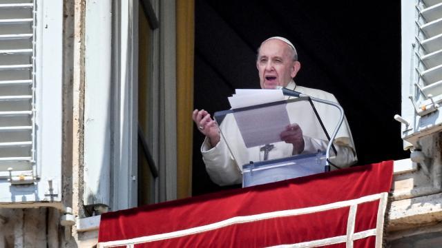 Papadan Kanada açıklaması: Haberleri acıyla takip ediyorum
