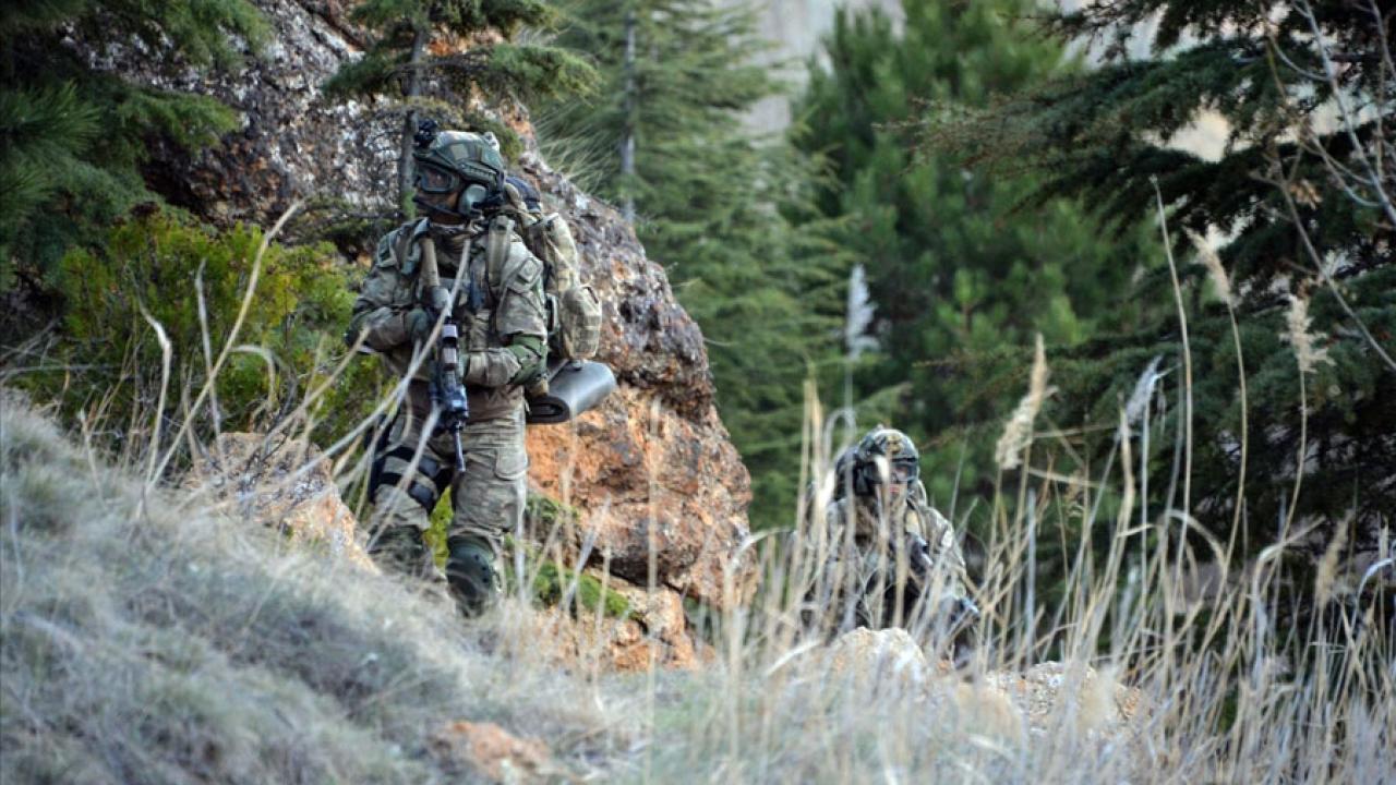 Teröristlerin çelik kapılı mağarası imha edildi