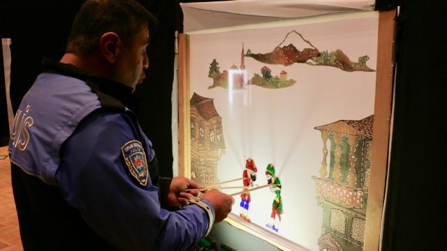 Eskişehirde polisler, çocukları farklı konularda bilinçlendirmek için gölge oyunu hazırladı