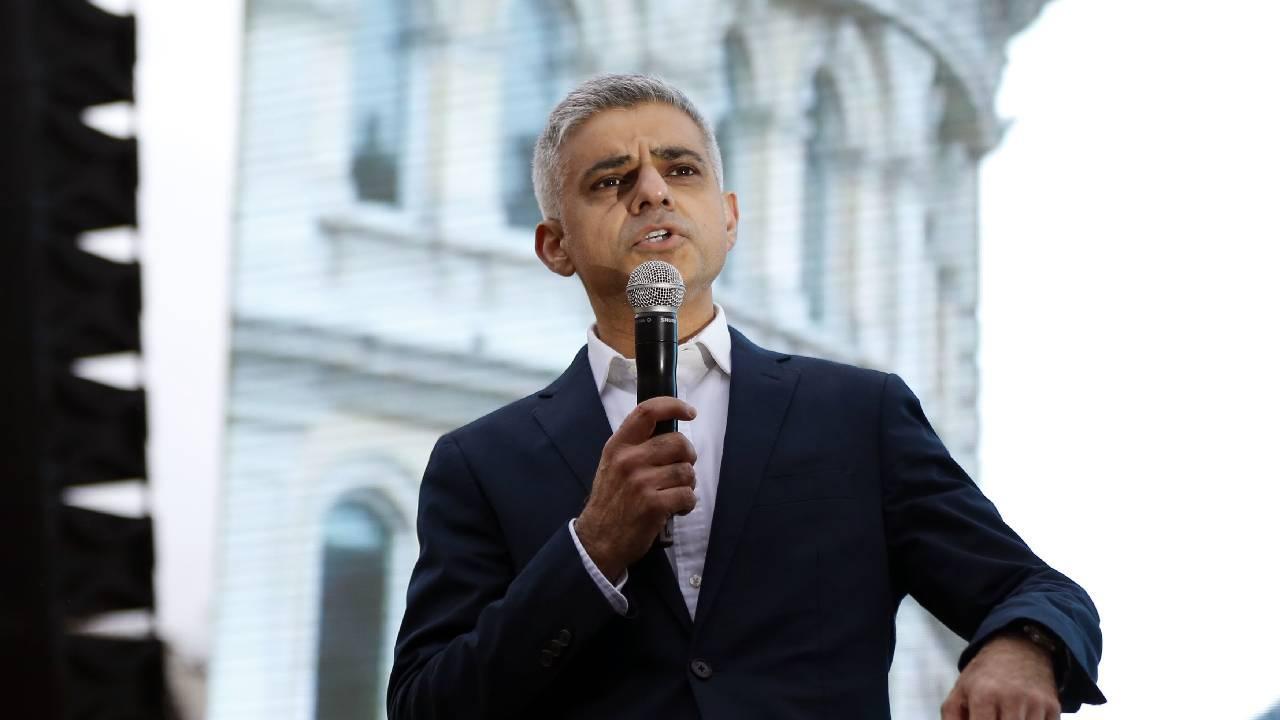 Müslüman aday Sadık Han, ikinci kez Londra Belediye Başkanı oldu