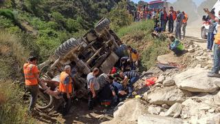 Manisa'da beton pompasının devrilmesi sonucu sürücü yaralandı