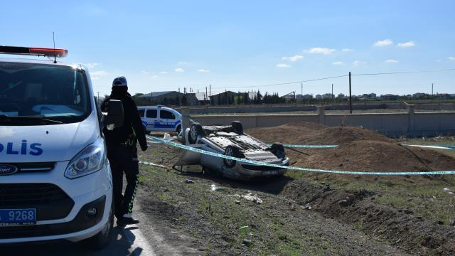 Konyada şarampole devrilen otomobilin sürücüsü yaşamını yitirdi
