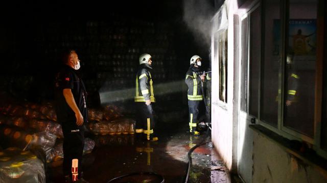 Manisada bir fabrikanın büro bölümünde çıkan yangın hasara neden oldu