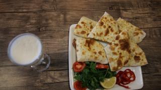 """Mardin'in tescilli lezzeti """"sembusek"""" paket servisle iftar sofralarına ulaştırılıyor"""
