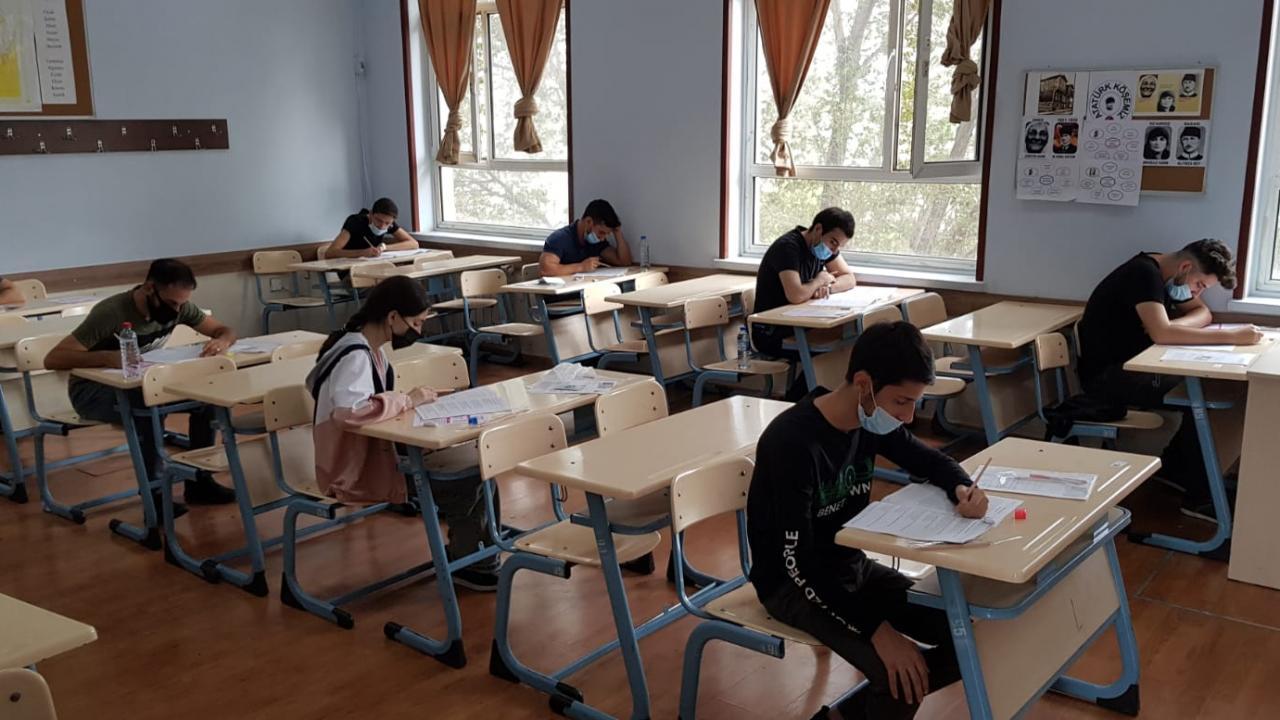 Sınava girmek istemeyip, ilk dönem notunun ikinci döneme geçmesini isteyen öğrencilerin proje ödev notları da ikinci döneme aktarılacak mı?