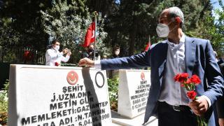 Adalet Bakanı Abdulhamit Gül, Asri Mezarlık'taki şehitliği ziyaret etti