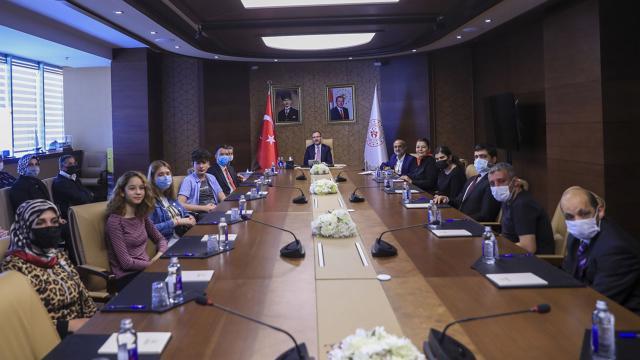 Bakan Kasapoğlu engelli gençlerle buluştu