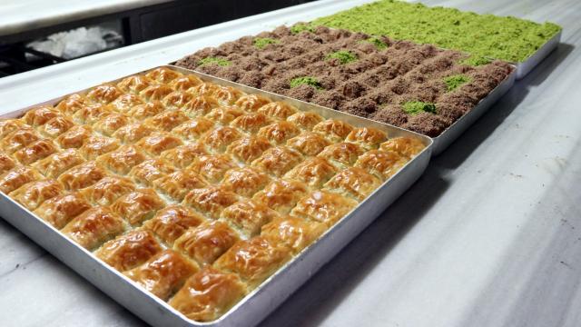 Gastronomi kentleri Şanlıurfa ve Gaziantep'te soğuk baklavaya ilgi artıyor