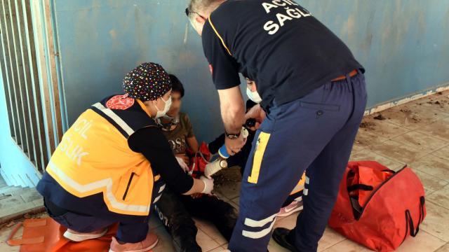 Pazar yerinin çatısından terasa düşen çocuk yaralandı