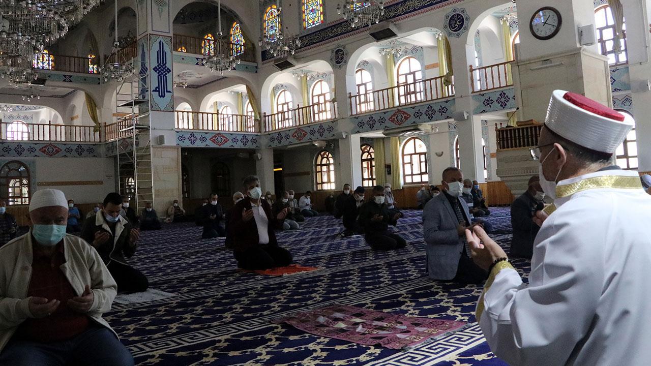 Tüm camilerde Mescid-i Aksa için dua edildi