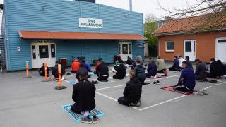 Danimarka'da bayram namazında Müslümanlar camiye sığmadı