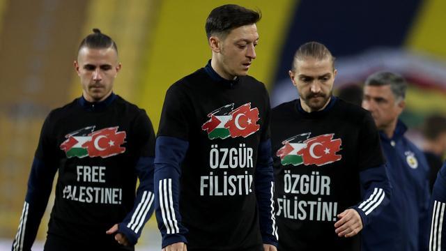 Fenerbahçe-Sivasspor maçında Filistine destek