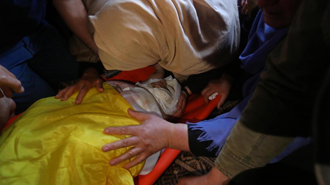 Gazze 11 yaşındaki şehidini uğurladı