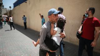 İsrail, abluka altındaki Gazze'nin çeşitli noktalarını bombaladı