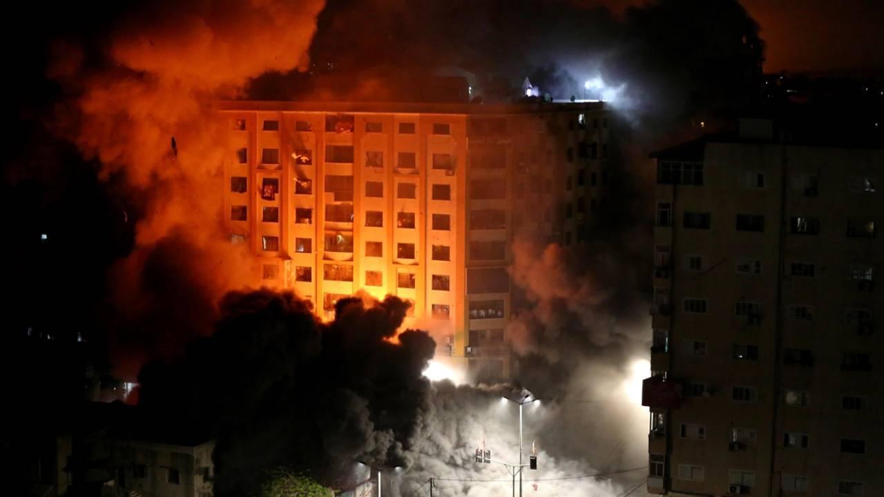 İsrail sivillerin yaşadığı 9 katlı binayı vurdu