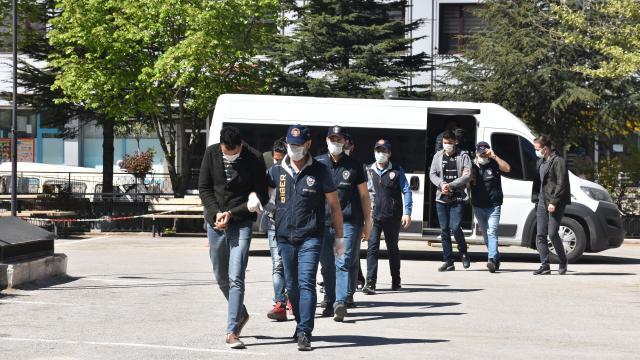Afyonkarahisar merkezli 3 ildeki dolandırıcılık operasyonunda gözaltına alınan 6 zanlı tutuklandı