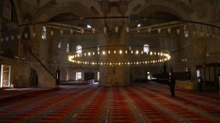 Kapıları ve minareleriyle Osmanlı mimarisinin özgün eseri: Üç Şerefeli Camii