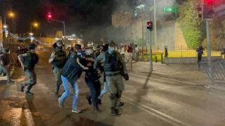 İsrail güçleri Filistinli gençleri hedef aldı