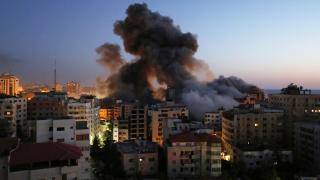 İsrail, 12 katlı kuleyi hava saldırısıyla yıktı